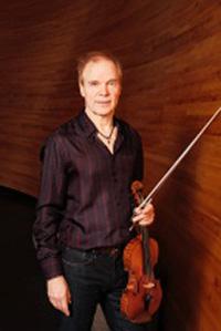 Eero Ojanen piano, Häkä Virtanen basso, Olle Ekman rummut ja Mikko-Ville Luolajan-Mikkola viulu.