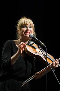 Su 2.6. klo 17.00 Veera Railio esittää Sirkka-Liisa Sassin lauluja